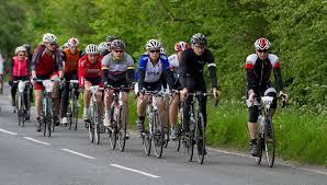 como deben circular los ciclistas en grupo
